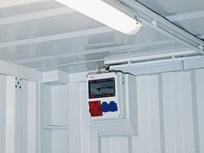 Barra de iluminação e caixa de distribuição com tomadas
