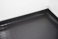 Pavimento anti derrapante (subido até às paredes)
