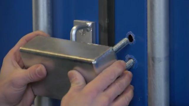 Sistema de proteção anti-roubo para contentores-armazém - Montagem