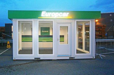 """Instalação dupla enquanto loja de vendas """"Europcar"""" em Manchester, Inglaterra"""