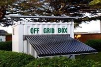 """Contentor-armazém como """"caixa autossuficiente"""" da """"OffGridBox"""", Arezzo, Itália"""