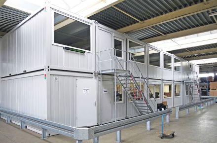 Instalação de contentores-escritório em pavilhão, em Utrecht, Países Baixos