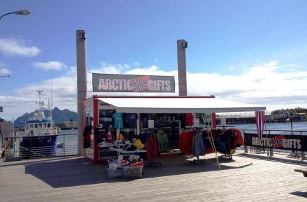 Espaço de vendas com toldo, Lofoten, Noruega