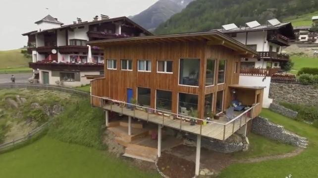 Casa-contentor com envidraçamento fixo e revestimento de madeira, Ötztal/Tirol - Áustria