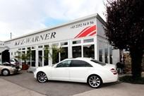 """Espaço de venda de automóveis """"KFZ Warner"""", Möllersdorf, Áustria"""