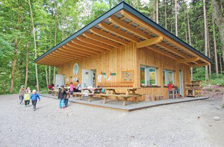 Jardim de infância na floresta no Tirol, Münster, Áustria