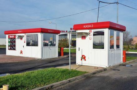 Contentor destinado à caixa num posto de combustíveis, Legnica, Polónia