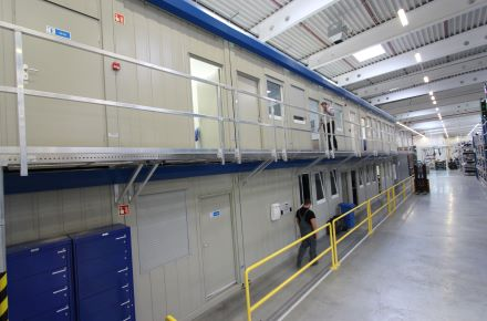CONTAINEX - BM-Anlage Büro Hallenbüro Produktionsbüro Autozulieferbetrieb Thyssenkrupp, HU-Györ